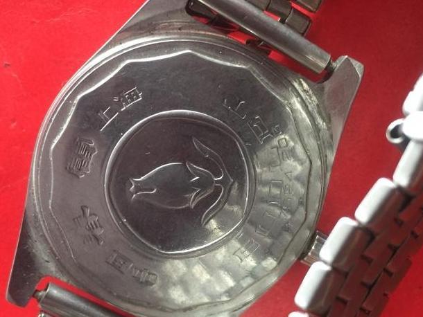 45年前买的手表,现在依然能走字,绝了!