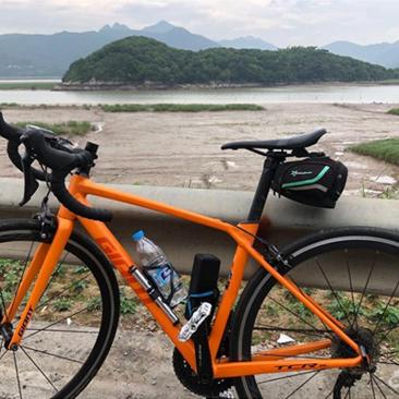 骑行在海边新农村,希望以后越来越好!