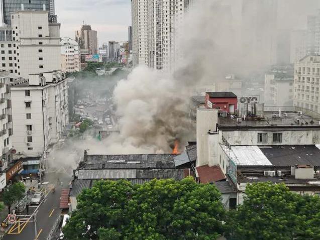 啥情况,七塔寺附近又着火了!