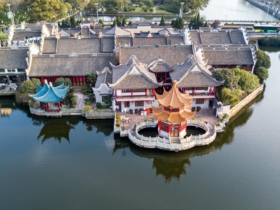 一城名胜半归湖,宁波的月湖公园,占据多少?