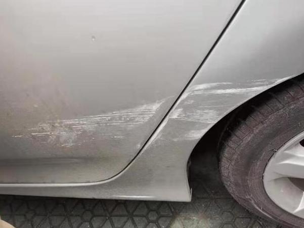 车辆被剐蹭,调监控才找到对方,交警却是这么判?