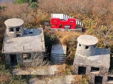 谁能回答?宁波的珠穆朗玛峰上的这两幢房子是干吗的