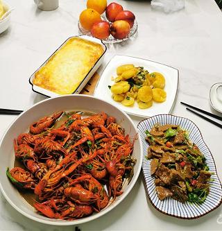 为爱的人做上一桌家常菜,看着他们吃真开心